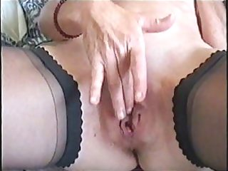 aged big lipped snatch fingering