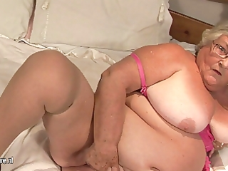 old non-professional granny masturbate on livecam
