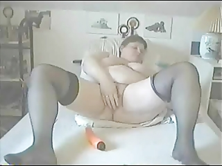 aged chunky gal masturbates
