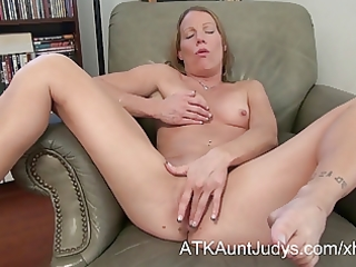 d like to fuck alyssa dutch spreads her legs