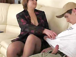 Plump Brunette Mommy In Pantuhose.By