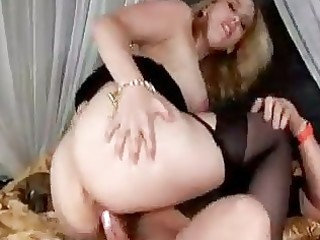breasty d like to fuck in nylons wants threesome