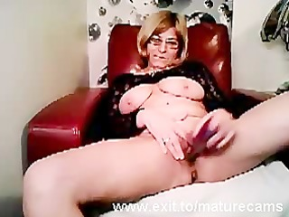 older mama tina toying and cumming on web camera