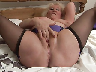 big granny squirting on her daybed
