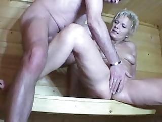 maturelady in der sauna