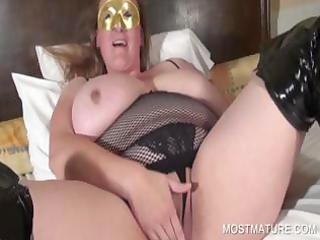 mature blondie masturbates snatch