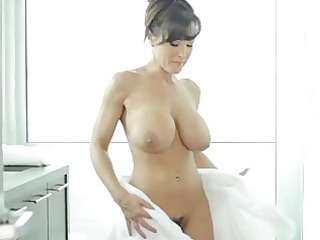 higetits aged lisa ann preparing for hard fuck
