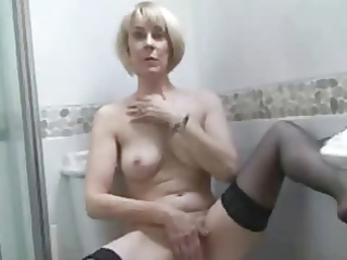 mother i in nylons in baths