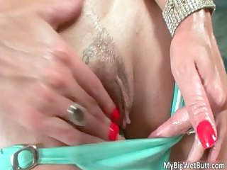 indecent golden-haired d like to fuck julia