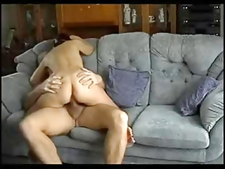 spouse and wife have a quick fuck on the couch !